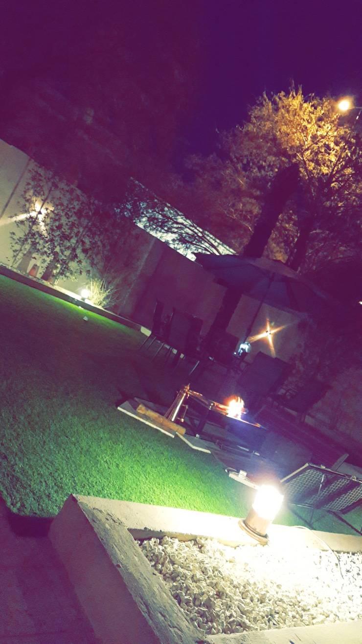 Jardines de estilo rústico de عبدالسلام أحمد سعيد Rústico