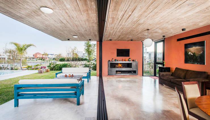 CASA SL: Casas unifamiliares de estilo  por Speziale Linares arquitectos,