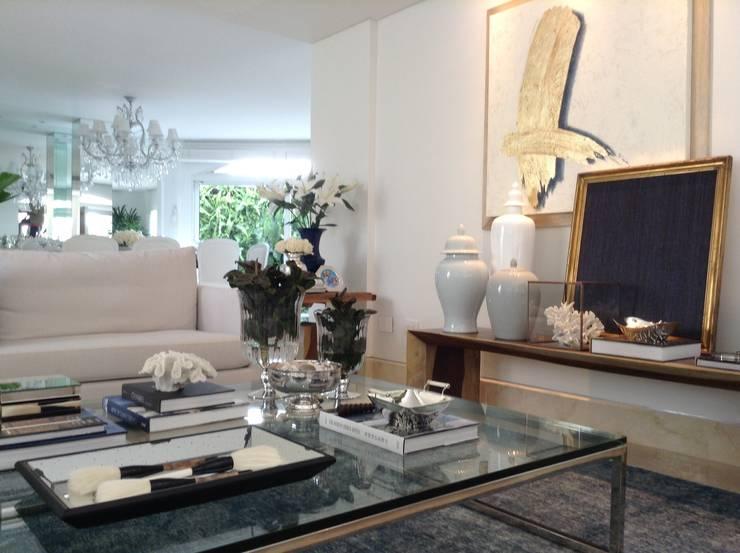 CASA M/V: Salas de estilo  por Maria Teresa Espinosa