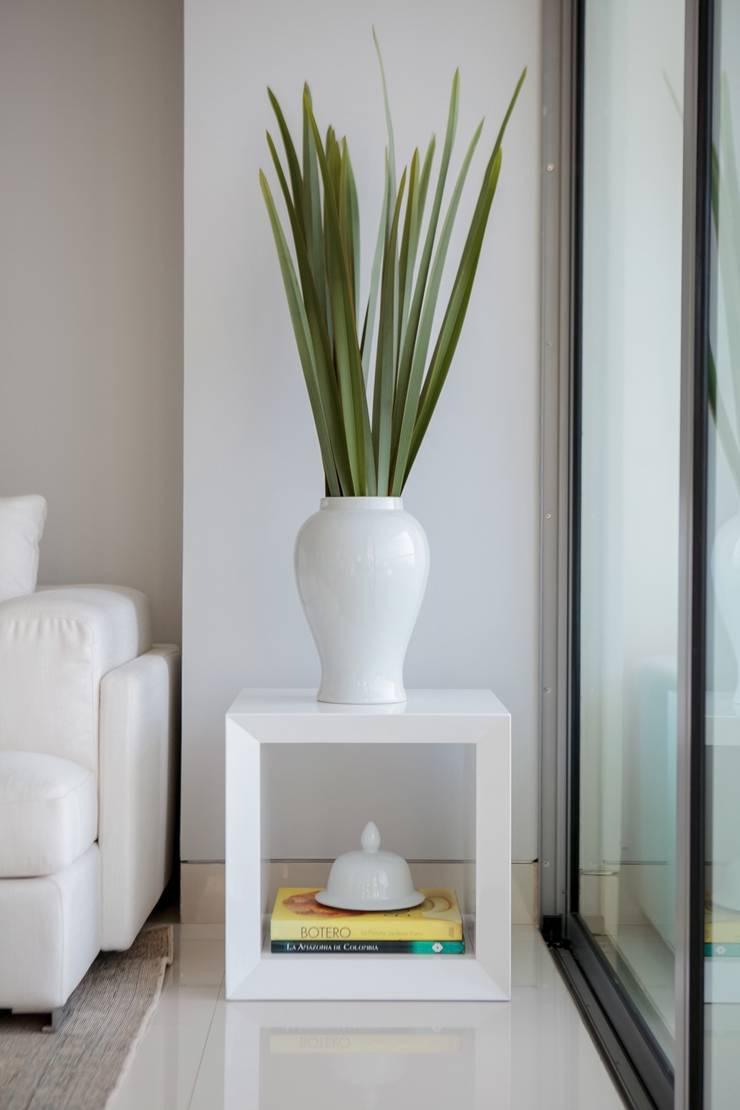 CASA Z/M: Salas de estilo  por Maria Teresa Espinosa, Moderno