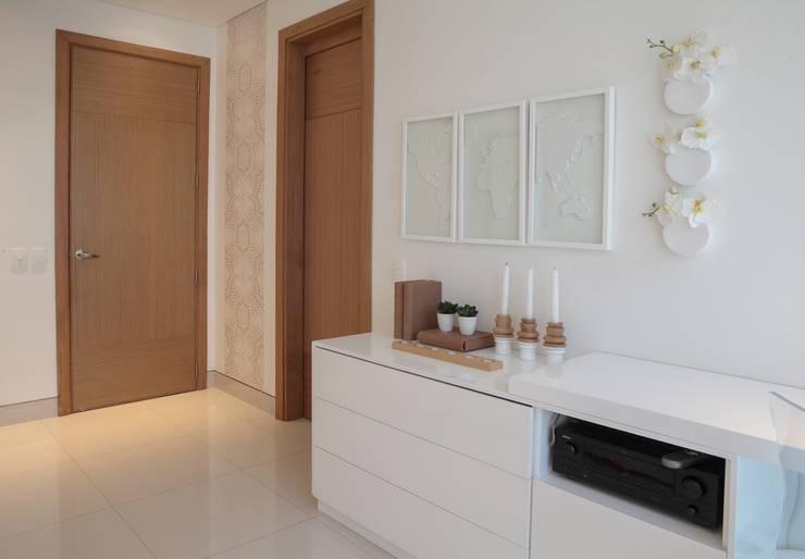 CASA Z/M: Habitaciones de estilo  por Maria Teresa Espinosa, Ecléctico