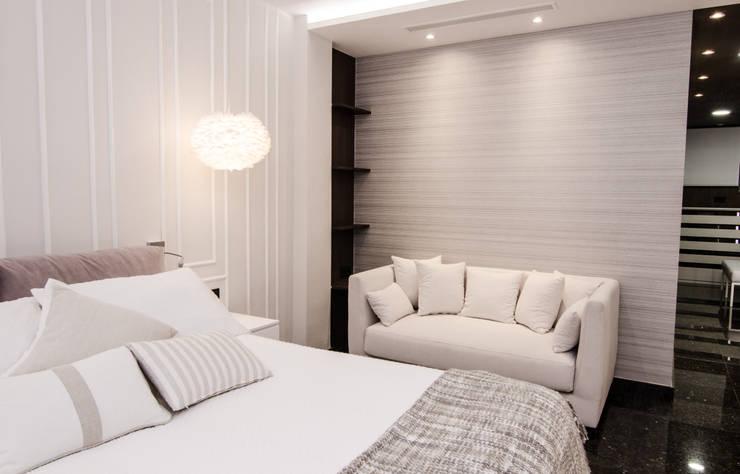 Bedroom by CARMAN INTERIORISMO