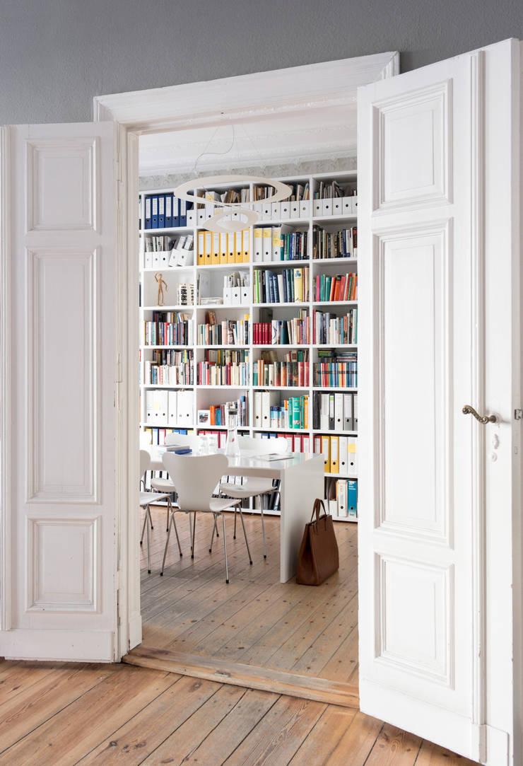 gantz b cherregal nach ma in berliner altbau von gantz. Black Bedroom Furniture Sets. Home Design Ideas
