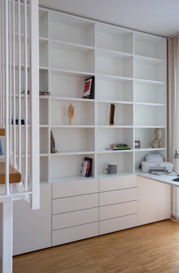 gantz b cherregal nach ma unter wendeltreppe mit schreibtisch von regale und. Black Bedroom Furniture Sets. Home Design Ideas