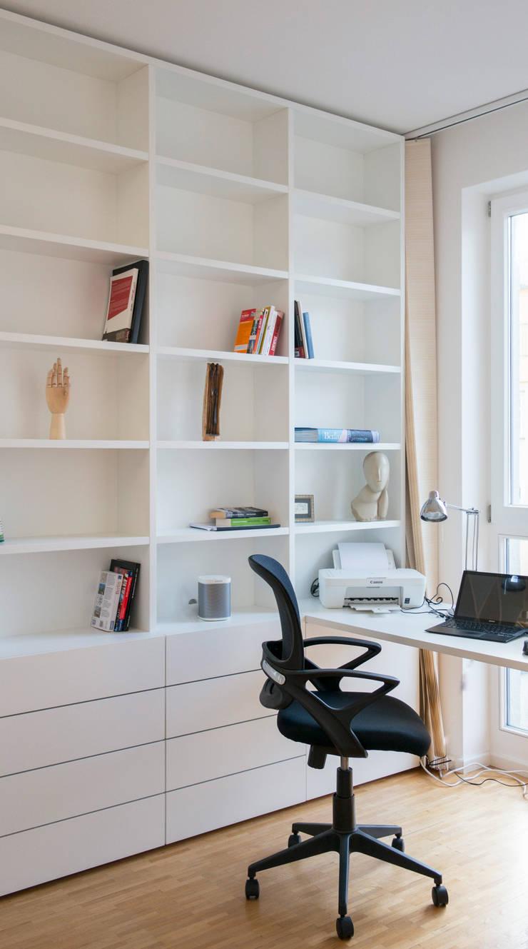 gantz b cherregal nach ma unter wendeltreppe mit. Black Bedroom Furniture Sets. Home Design Ideas