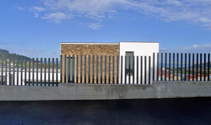 Vivienda en Chamín: Casas unifamilares de estilo  de AD+ arquitectura