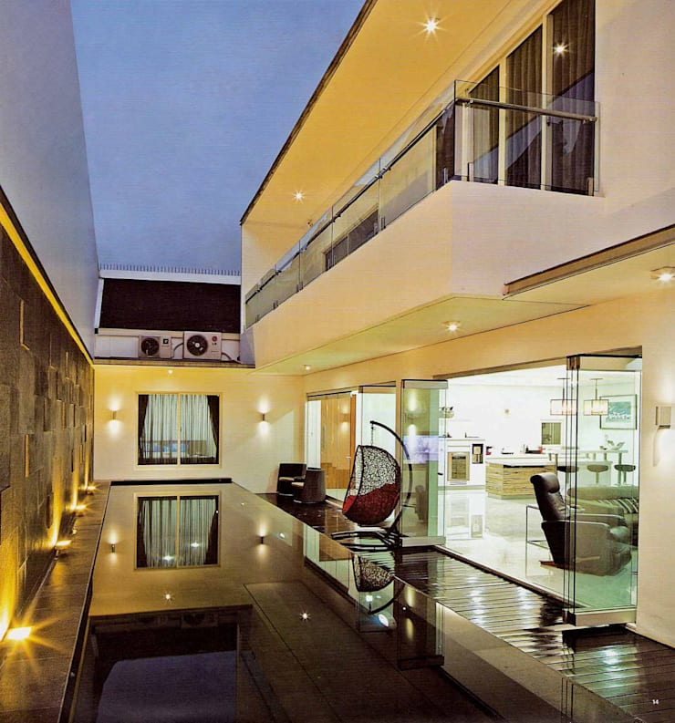 Residential_Landed_Semi-Detached House:  Kolam Renang by daksaja architects and planners
