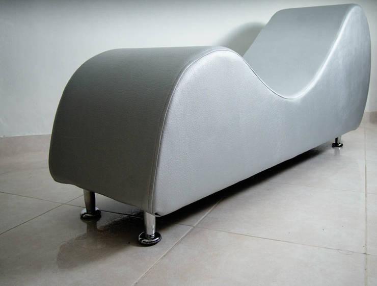 mueble tantra 1: Dormitorios de estilo  por Proyectos Kukenán SAS