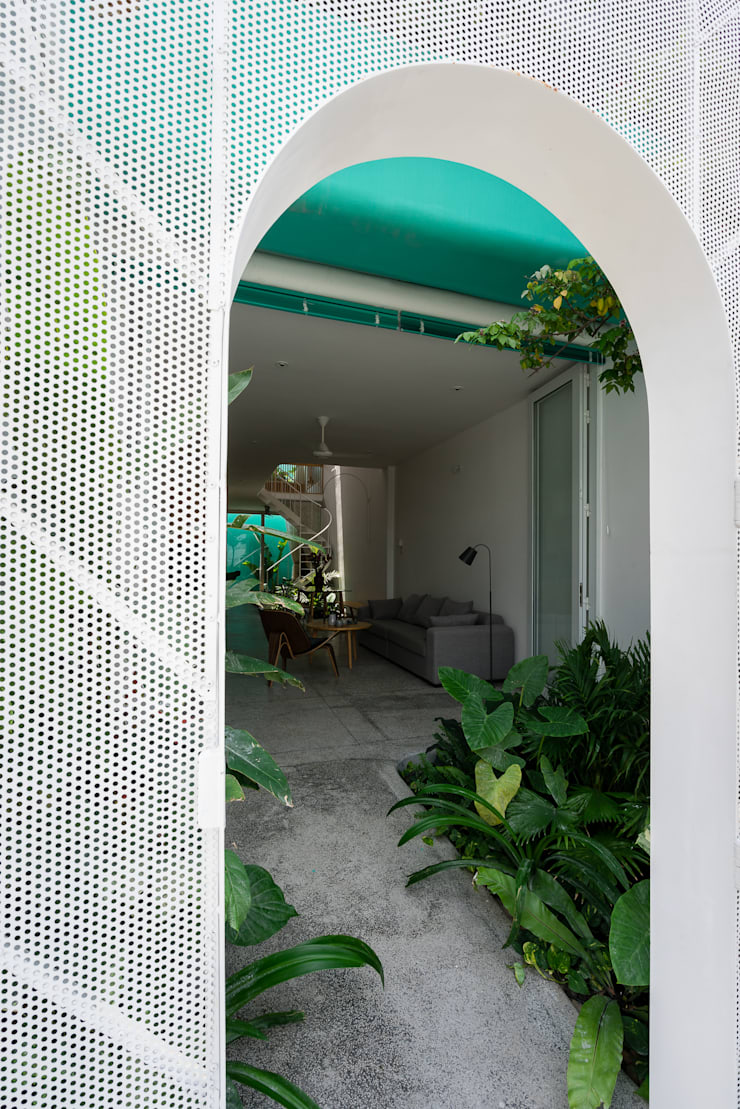 LESS house :  Vườn by workshop.ha