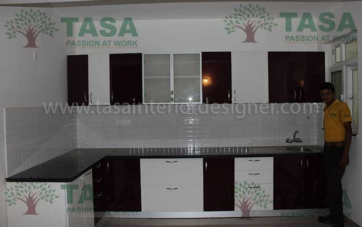 Modular Kitchen:  Kitchen by TASA interior designer