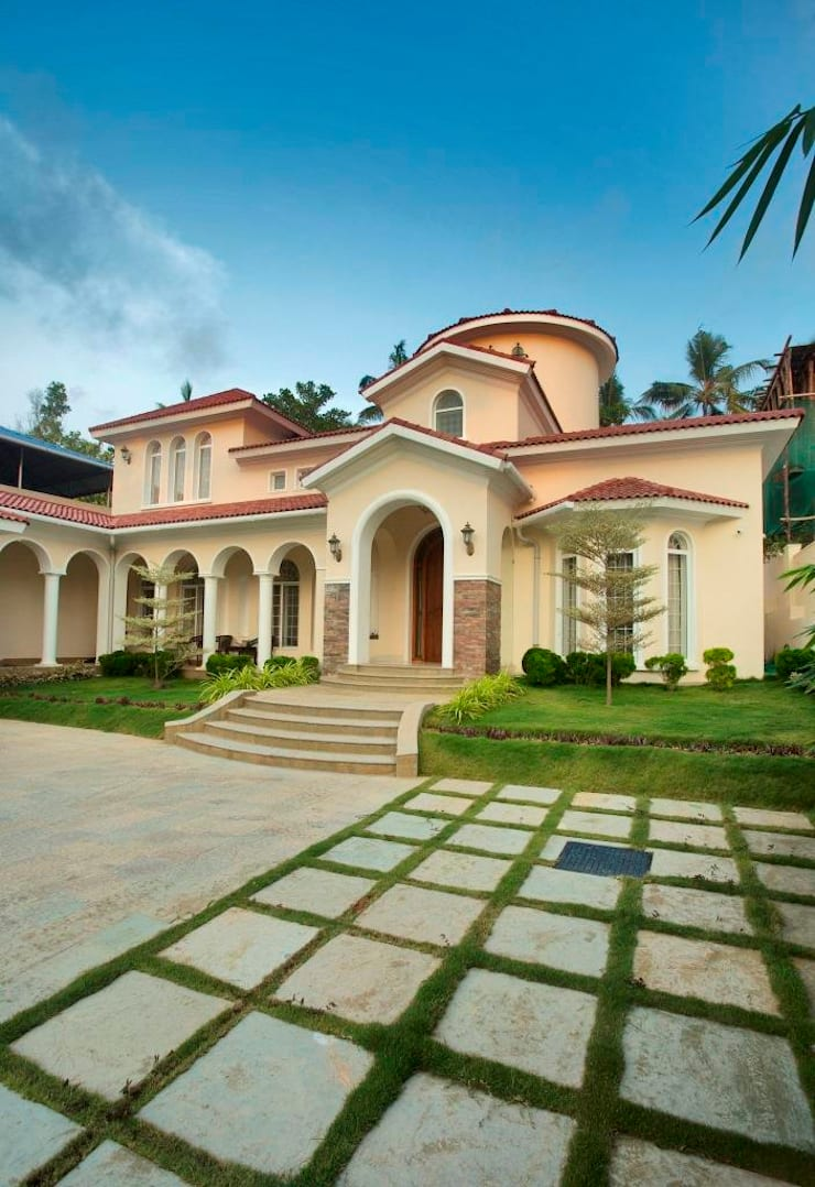 The House of Arches:  Bungalows by S Squared Architects Pvt Ltd.