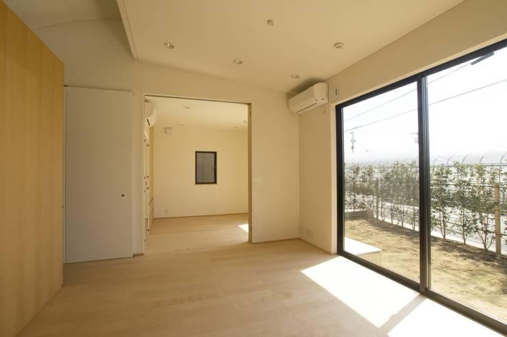 ห้องนั่งเล่น โดย (有)中尾英己建築設計事務所, โมเดิร์น