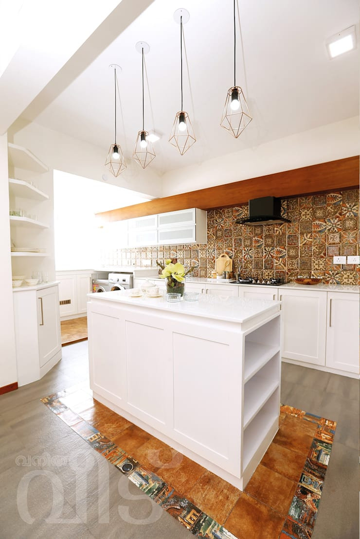 The Rising Sun Apartment:  Built-in kitchens by S Squared Architects Pvt Ltd.
