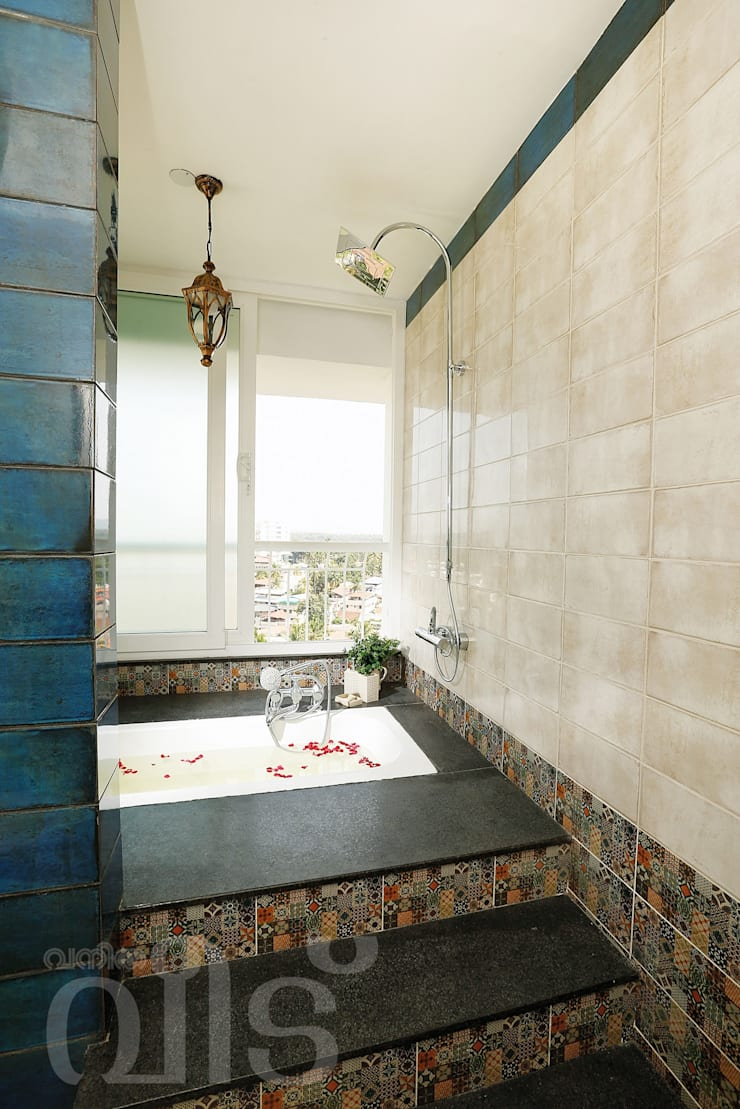 The Rising Sun Apartment:  Bathroom by S Squared Architects Pvt Ltd.