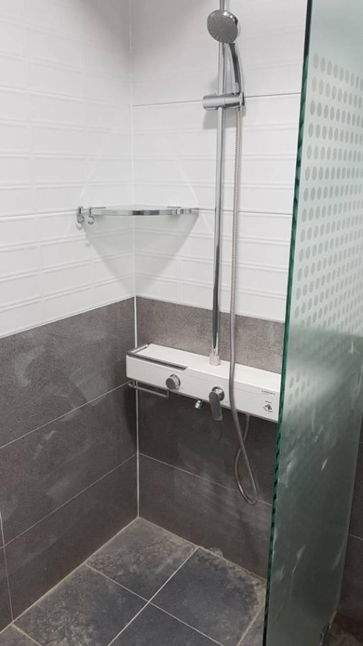등촌동 현대 아이파크 아파트: DECORIAN의  욕실