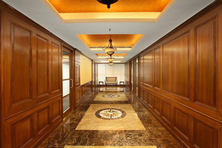 Main corridor:  Office buildings by SDINC,Classic