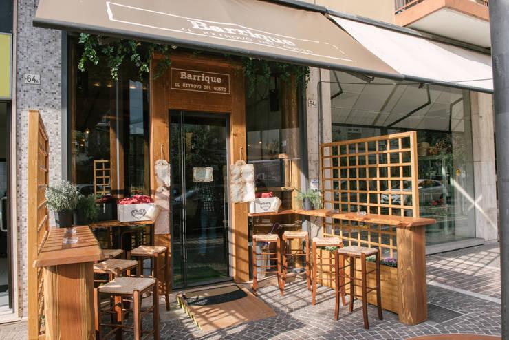 L' ingresso: Negozi & Locali Commerciali in stile  di Fab Arredamenti su Misura