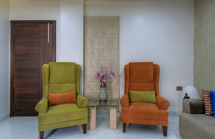 Residential Project:  Living room by shritee ashish & associates