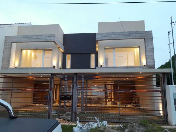 Viviendas JRV: Casas de campo de estilo  por Comodo-Estudio+Diseño