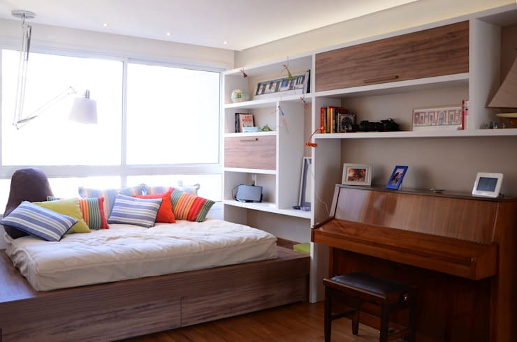 PROJETOS DE INTERIORES RESIDENCIAIS Quarto infantil moderno por okna arquitetura Moderno Madeira Efeito de madeira