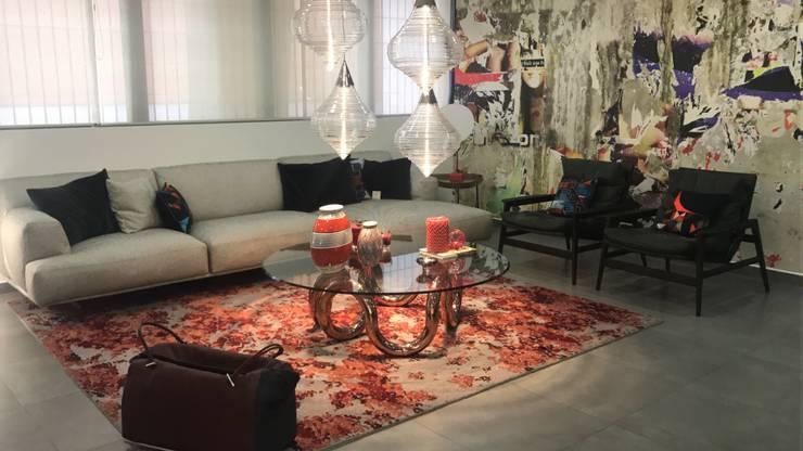 Sala Poliform: Salas/Recibidores de estilo  por Spazio di Casa Venezuela