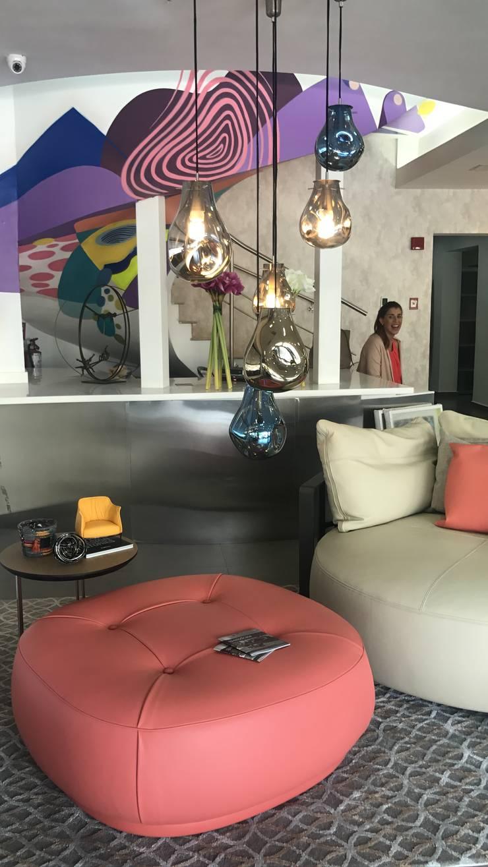 Poltrona Poltrona Frau: Salas/Recibidores de estilo moderno por Spazio di Casa Venezuela