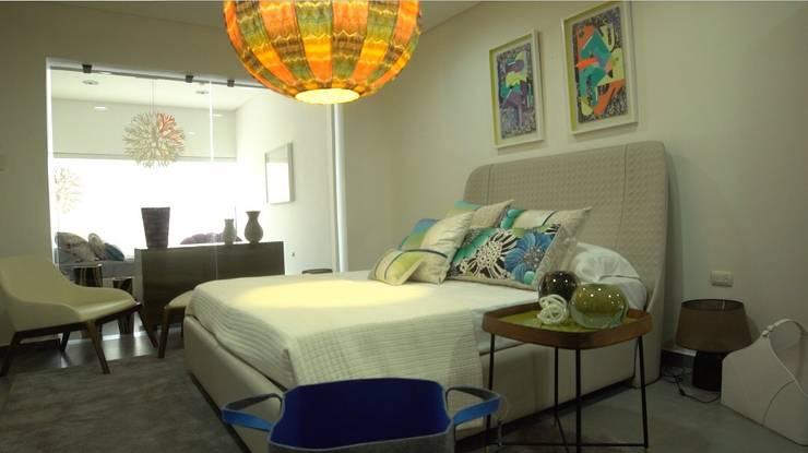 Cama Reflex: Dormitorios de estilo  por Spazio di Casa Venezuela