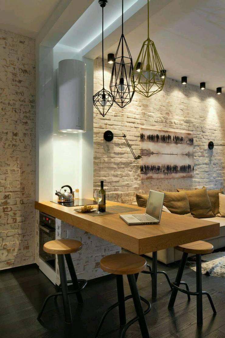 Interiors:  Dining room by shritee ashish & associates