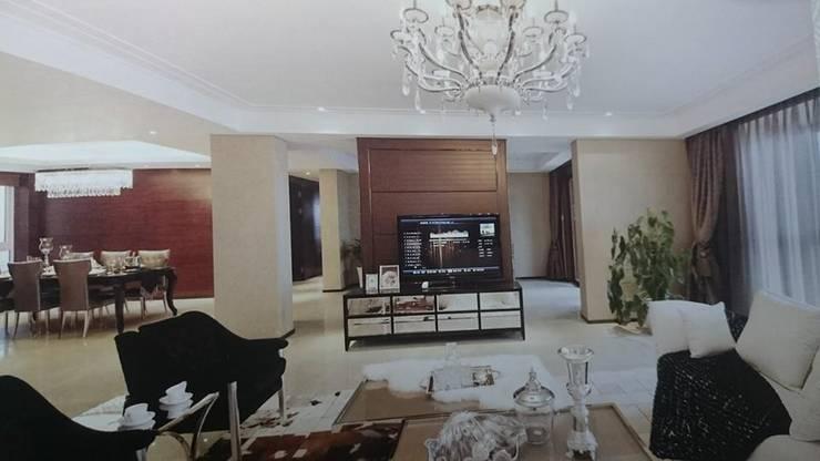 Interiors:  Living room by shritee ashish & associates