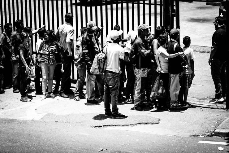 De la Serie Venezuela en Crisis.:  de estilo  por Proyectos Kukenán SAS