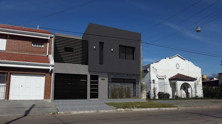 Fachada : Casas de estilo  por Küp Arq