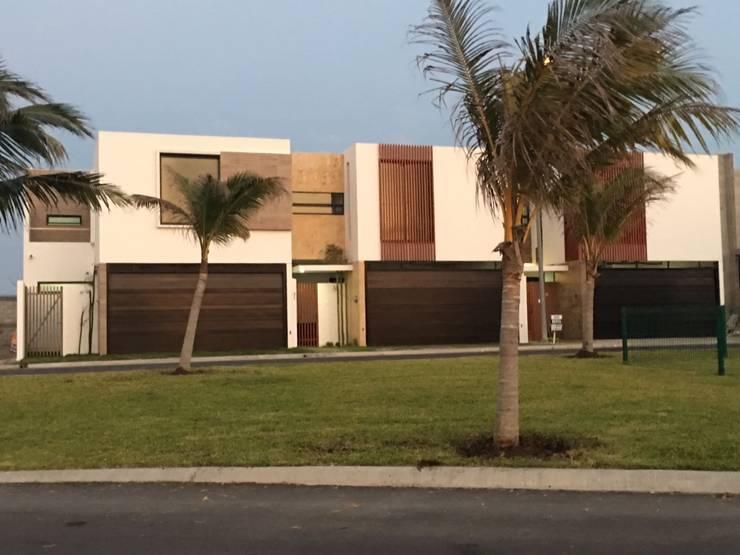CONJUNTO LA CELOSA: Casas unifamiliares de estilo  por Goytia Ingenieria