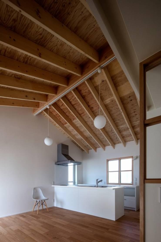 Ruang Keluarga oleh アトリエセッテン一級建築士事務所, Modern