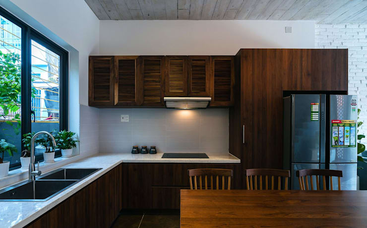 Thiết Kế Nhà 3 Tầng 5x8m Thoáng Mát Với Chi Phí 900 Triệu Ở Gò Vấp:  Tủ bếp by Công ty TNHH Xây Dựng TM – DV Song Phát