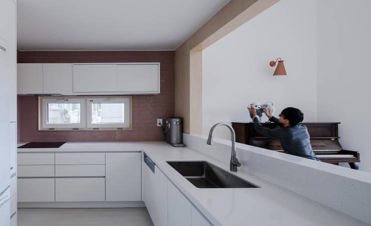 인천운서동주택: 위드하임의  주방