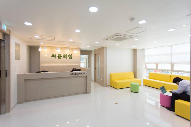 송파 서울의원 대기실: DECORIAN의  병원,모던