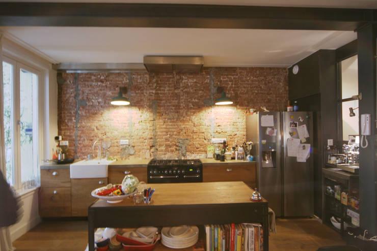 Renovatie Woonhuis Amsterdam:  Keuken door YBB Architecture Amsterdam