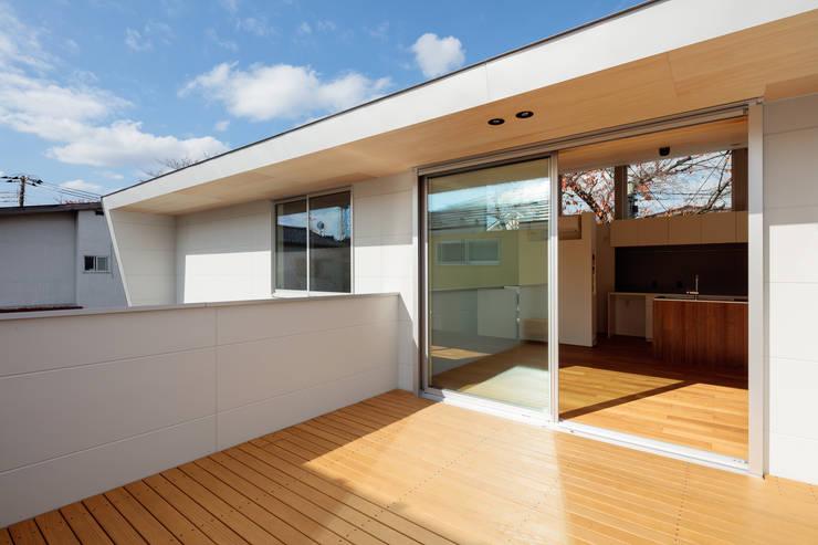桜並木と暮らす家: 設計事務所アーキプレイスが手掛けた一戸建て住宅です。