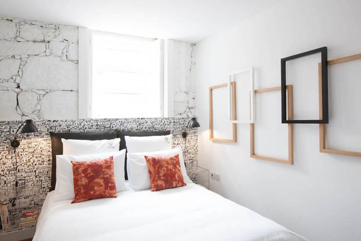 Apartamentos Rua de Trás - Alojamento turístico (7 apartamentos) - Centro do Porto: Quartos  por SHI Studio, Sheila Moura Azevedo Interior Design