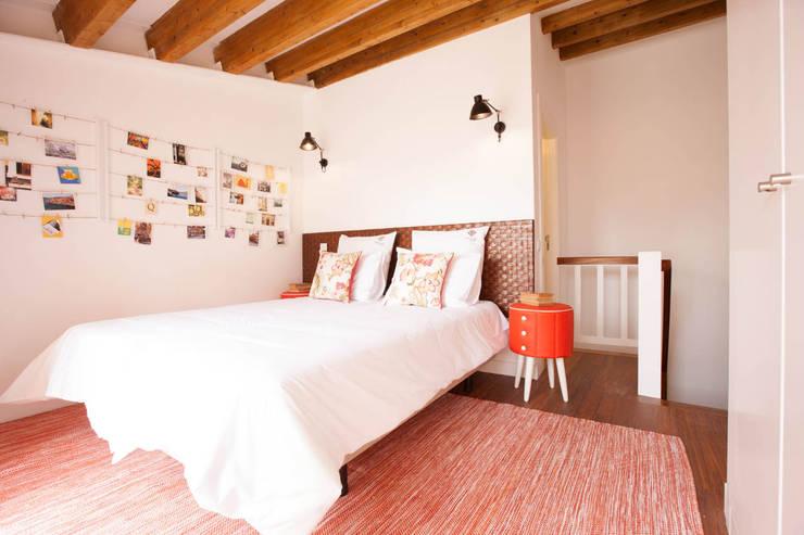 Apartamentos Rua de Trás - Alojamento turístico (7 apartamentos) - Centro do Porto: Quartos escandinavos por SHI Studio, Sheila Moura Azevedo Interior Design