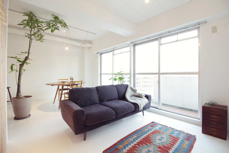 Living room by Mimasis Design/ミメイシス デザイン,
