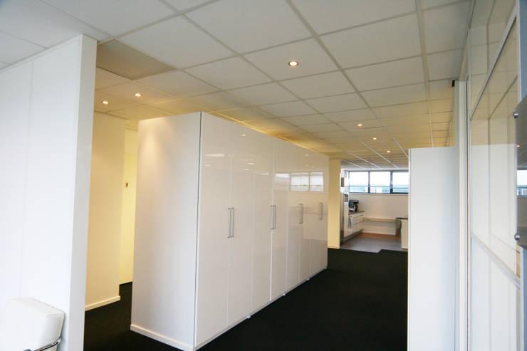 Renovatie kantoorpand Amsterdam:  Kantoor- & winkelruimten door YBB Architecture Amsterdam