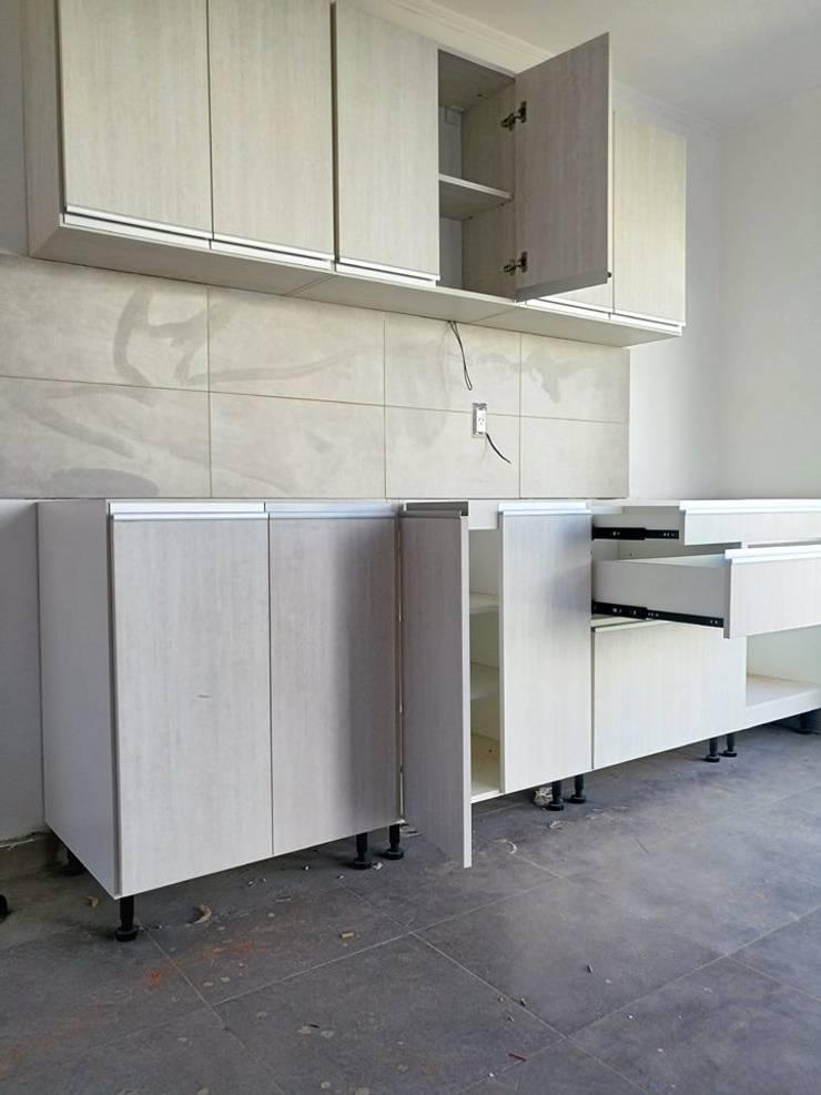 cocina 2.50 mts color venecia melamina 18mm: Cocinas de estilo  por spazio.m,