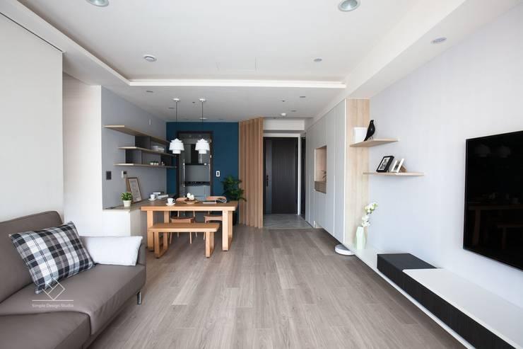 客餐廳:  地板 by 極簡室內設計 Simple Design Studio
