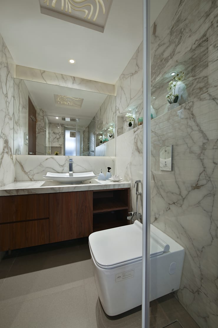 BATHROOM:  Bathroom by Ar. Milind Pai,Minimalist Marble