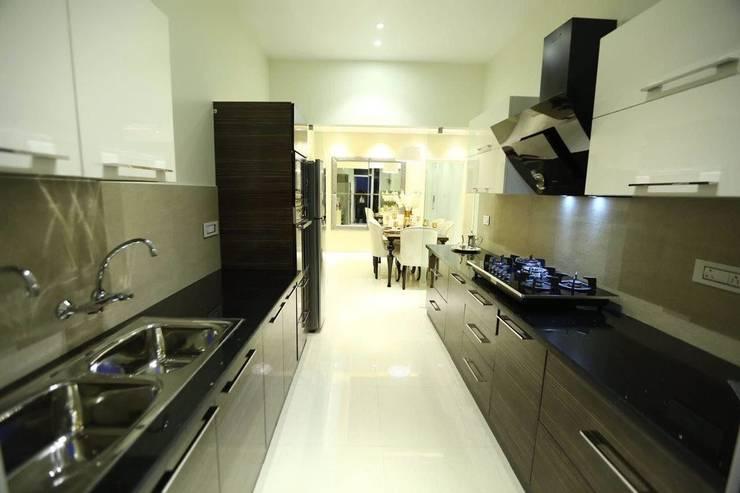 Residential Interiors:  Kitchen by SDINC,Modern