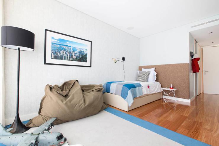 Apartamento Edifício do Parque - T3 MATOSINHOS: Quarto de crianças  por SHI Studio, Sheila Moura Azevedo Interior Design