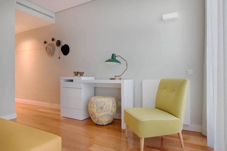 Apartamento Edifício do Parque - T3 MATOSINHOS: Quarto  por SHI Studio, Sheila Moura Azevedo Interior Design