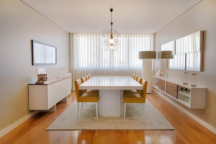 Apartamento Edifício do Parque - T3 MATOSINHOS: Sala de jantar  por SHI Studio, Sheila Moura Azevedo Interior Design