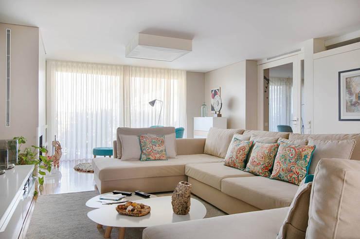 Apartamento Edifício do Parque - T3 MATOSINHOS: Sala de estar  por SHI Studio, Sheila Moura Azevedo Interior Design
